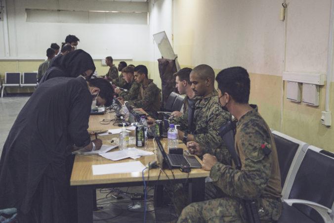 Biden sa obáva ďalšieho útoku na letisko v Kábule, varuje pred touto hrozbou