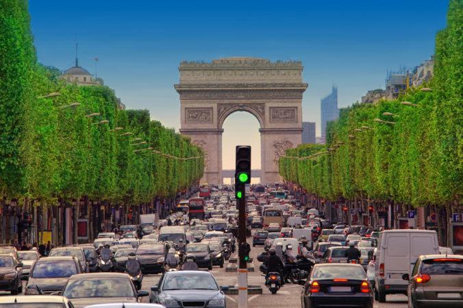 Francúzi bojujú proti zmene klímy, po novom je vo väčšine častí Paríža obmedzená rýchlosť áut