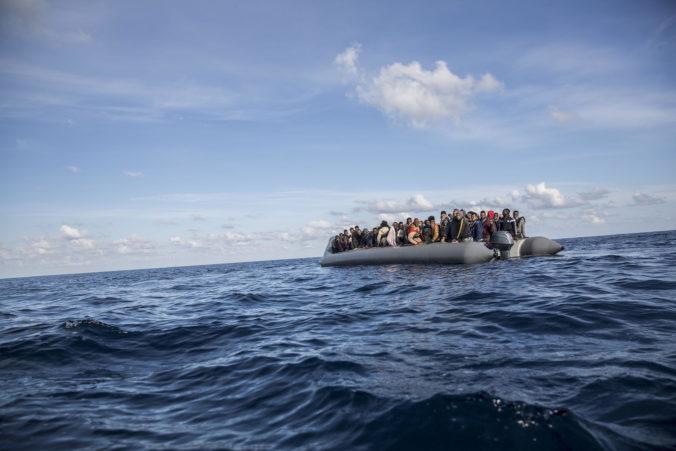 Na gréckom súostroví zachytila pobrežná stráž jachtu so 124 migrantmi