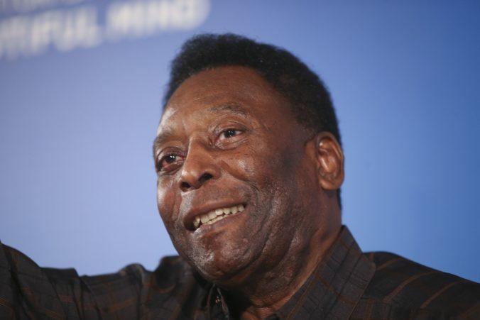 Legendárny Pelé podstúpil operáciu, pri ktorej mu odstránili nádor. Berie to s úsmevom na tvári