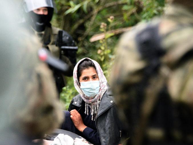 Poľsko vyhlásilo na hranici núdzový stav, dôvodom je prílev migrantov zo susednej krajiny