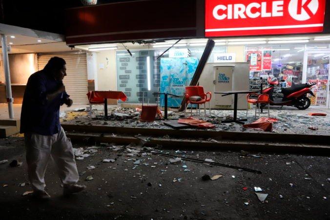 Mexiko zasiahlo v noci silné zemetrasenie, o život prišla jedna osoba a mnoho ľudí sa nervovo zrútilo