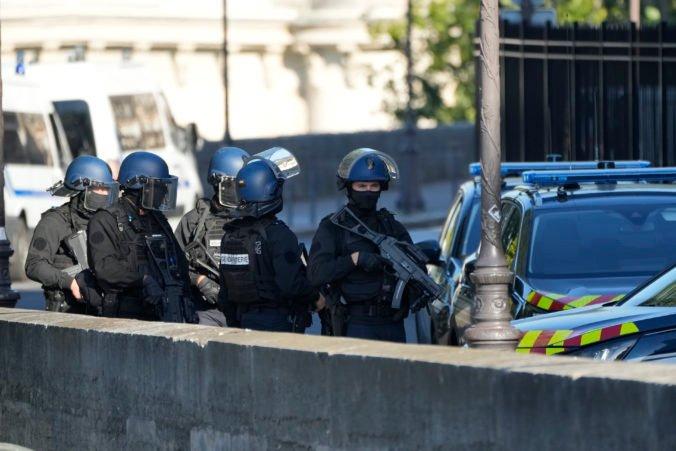 V Paríži sa začína proces týkajúci sa teroristických útokov, na súd príde viac ako tisíc preživších a pozostalých