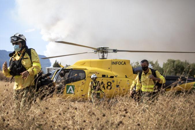 Nestačí ani pomoc desiatok hasičských lietadiel, veľký lesný požiar na juhovýchode Španielska neutícha