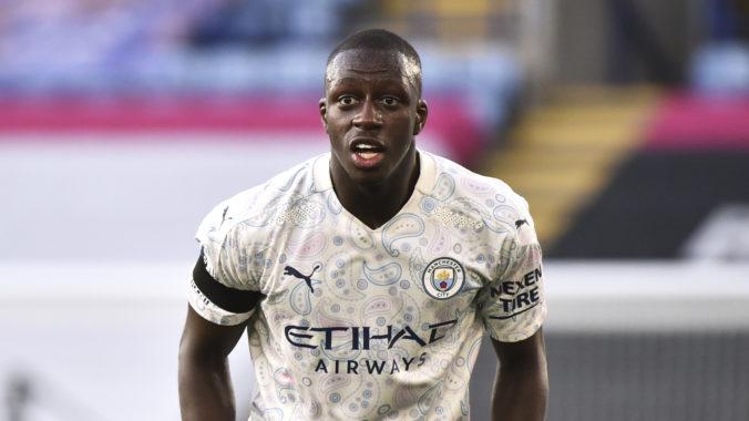 Hráč Manchestru City čelí obvineniam zo znásilnenia a napadnutia, vo väzbe bude až do súdneho pojednávania