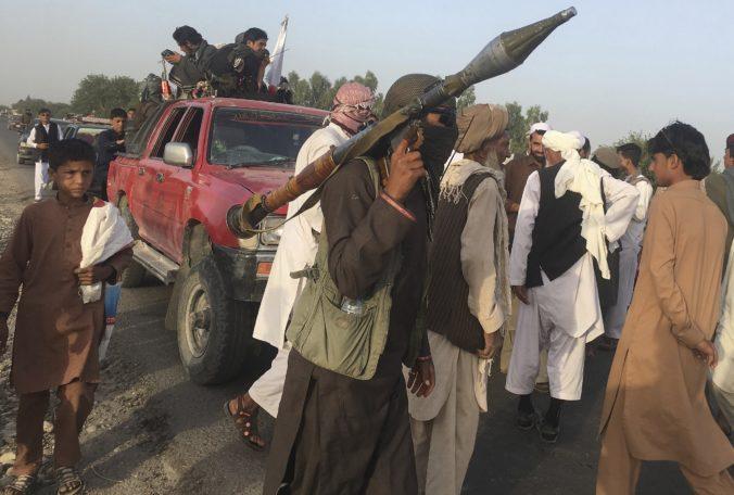 Triumf Talibanu podľa šéfa britskej MI5 zvyšuje teroristické hrozby, extrémistom dodal odvahu