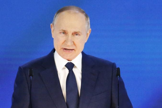 Putin sa stretol s infikovaným človekom, preventívne nastúpil do karantény