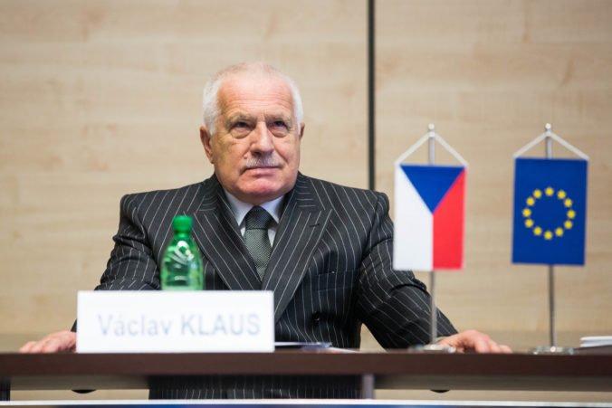 Bývalého českého prezidenta Klausa prepustili z nemocnice, cíti sa lepšie a vráti sa do práce