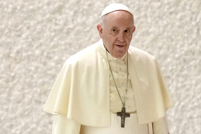 Pápež vyzýva biskupov k načúvaniu obetiam sexuálneho zneužívania kňazmi