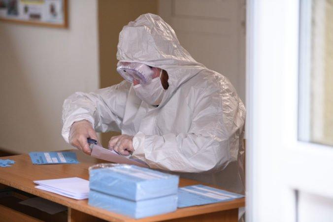 Bude sa opäť vo fabrikách testovať na koronavírus? Ministerstvo zdravotníctva v predstihu nastavuje opatrenie