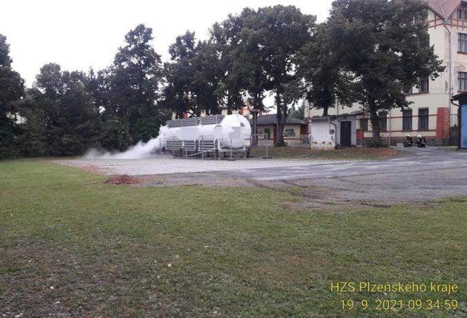 V obci Zbůch unikal plyn, hasiči museli evakuovať desiatky ľudí (foto)