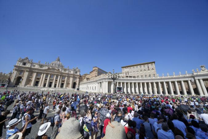 Každý návštevník Vatikánu bude musieť mať od októbra COVID pas, ľudia prichádzajúci na omšu majú výnimku