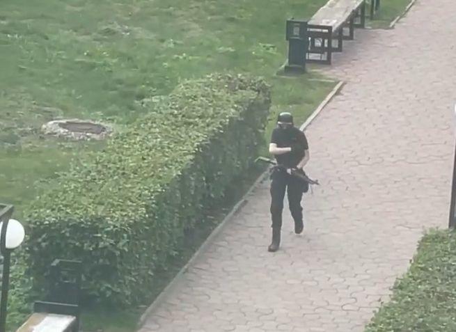 Na univerzite v Perme sa strieľalo, niektorí študenti vyskakovali z okien (video+foto)