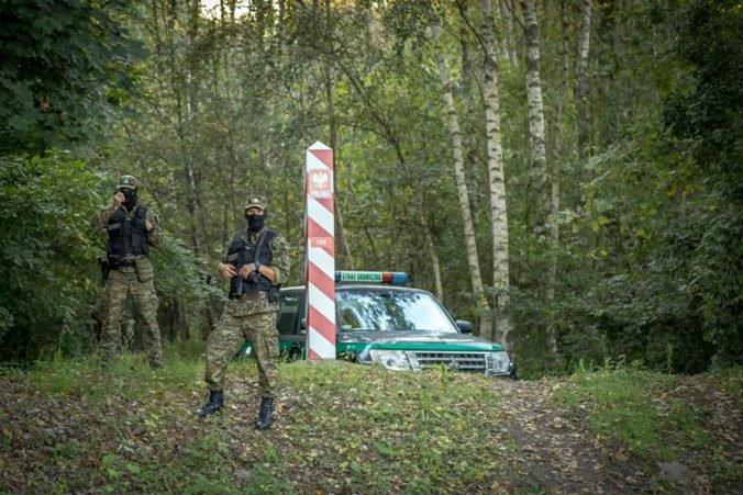 V Poľsku sa na hranici s Bieloruskom našli telá troch migrantov, stráž objavila aj deti
