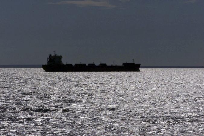 Vojnová loď Turecka varovala grécke plavidlo pred vstupom do jej teritoriálnych vôd