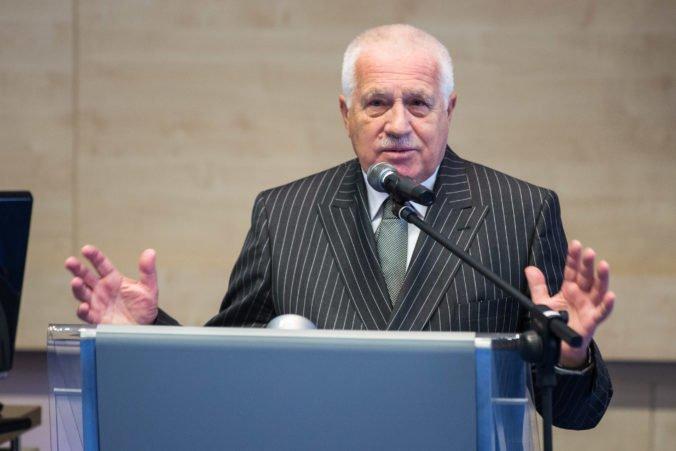 Bývalého českého prezidenta Klausa museli opäť hospitalizovať, vrátili sa mu zdravotné problémy