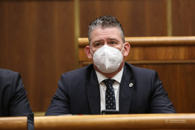 Odvolávanie ministra Mikulca sa začalo, návrh predložila strana Smer-SD (naživo)