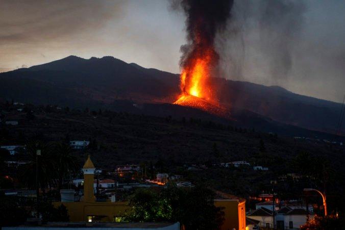 Tečúca láva na ostrove La Palma spomalila, erupcie sopky môžu trvať až tri mesiace