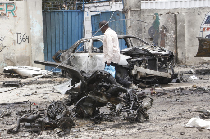 Blízko prezidentského paláca v Mogadiše explodovalo auto naložené výbušninami, najmenej osem ľudí zahynulo