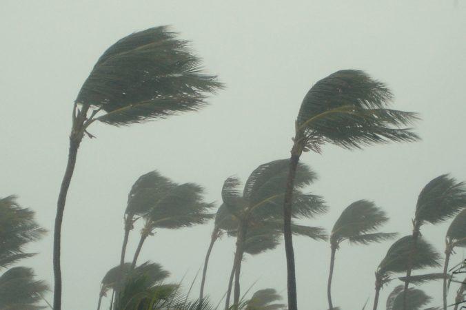 Hurikán Sam naberá na sile, vietor dosiahol rýchlosť takmer dvesto kilometrov za hodinu