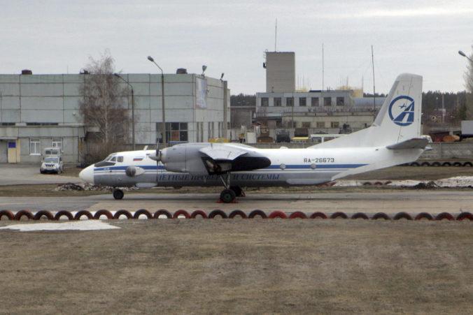 Našli čierne skrinky z lietadla An-26, ktoré sa zrútilo v ťažko prístupnej ruskej tajge