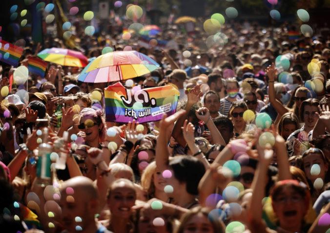 Švajčiari v referende rozhodujú o manželstvách rovnakého pohlavia