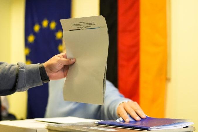 Nemci si volia nástupcu Merkelovej, pozornosť sa sústreďuje na troch kandidátov