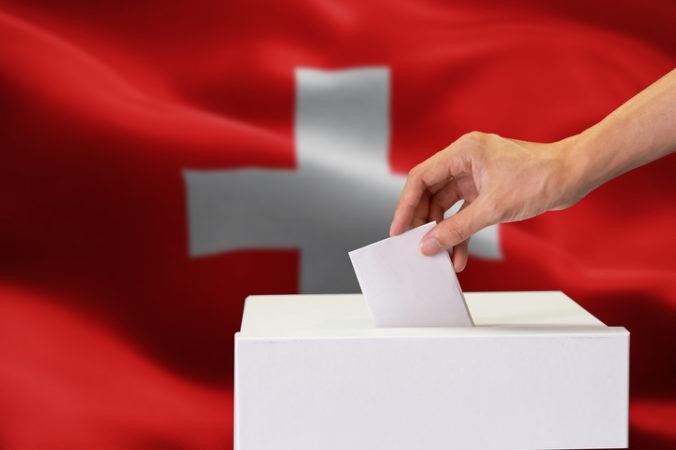 Švajčiari podporili v referende manželstvá osôb rovnakého pohlavia, odporcovia sa obávajú o tradičnú rodinu