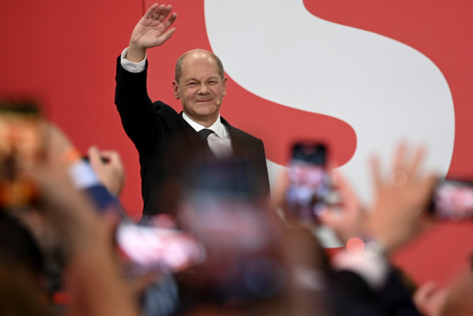 Zostavenie nemeckej vlády bude trvať mesiace, tvrdí diplomat. Najväčšie šance dáva Scholzovi
