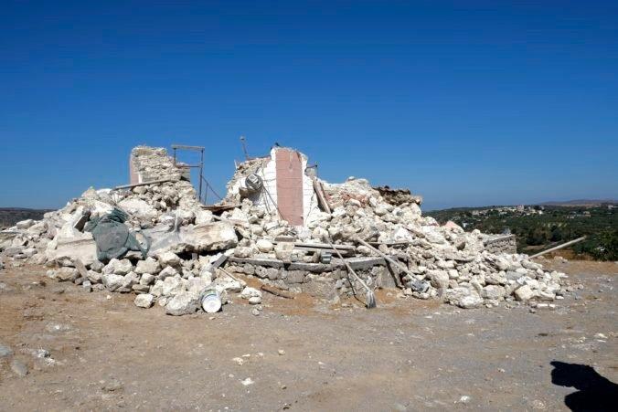 Grécky ostrov Kréta zasiahol silný dotras, mnohí ľudia museli prenocovať v stanoch (foto)