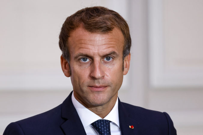 Študent, ktorý hodil do francúzskeho prezidenta Macrona vajce, podstúpi psychiatrické liečenie (video)
