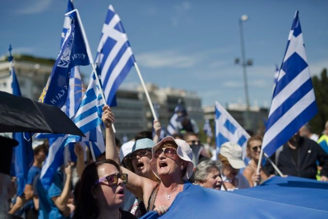 Grécka polícia zatkla na školskom proteste podporovanom krajnou pravicou zadržala desiatky ľudí
