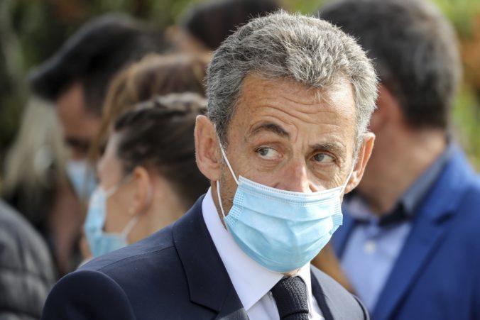 Bývalého francúzskeho prezidenta Sarkozyho uznali vinným, z domáceho väzenia sa nepohne rok