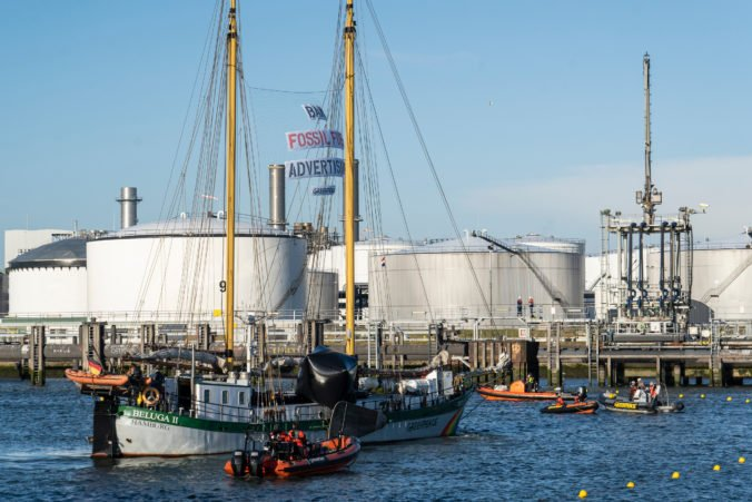 Aktivisti zablokovali prístav v Rotterdame, zúčastnili sa aj členovia Greenpeace zo Slovenska