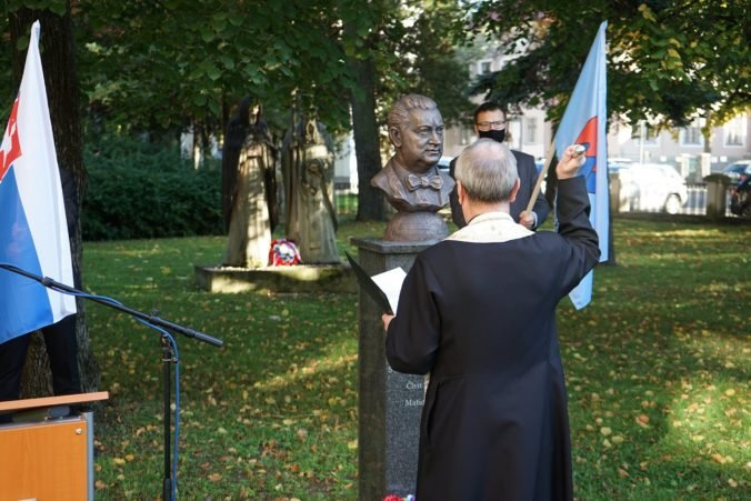 """Matica slovenská odhalila """"uránovému kráľovi"""" Štefanovi Boleslavovi Romanovi prvú bustu (foto)"""