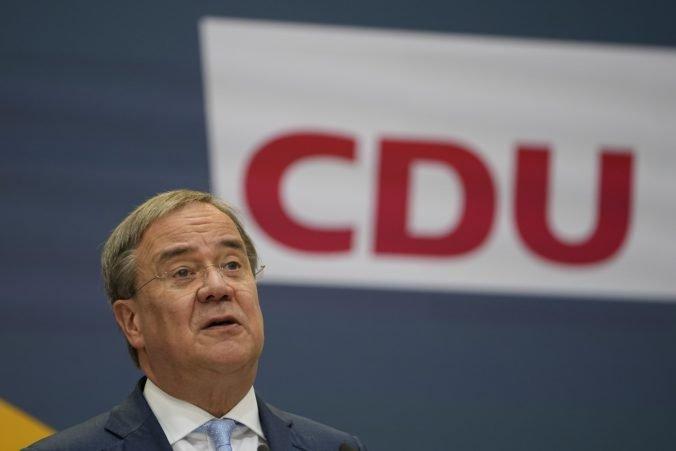 Merkelovej blok smeruje do opozície, trojstranné rozhovory o vytvorení nemeckej vlády napredujú