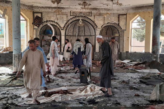 Mešitou v severoafganskom Kundúze otriasol výbuch, zomrelo najmenej sto ľudí