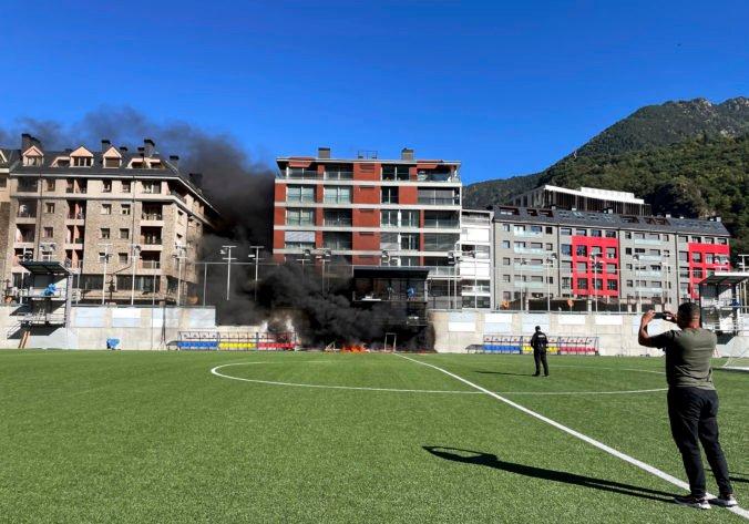 Na národnom štadióne v Andorre vypukol pred zápasom s Anglickom požiar