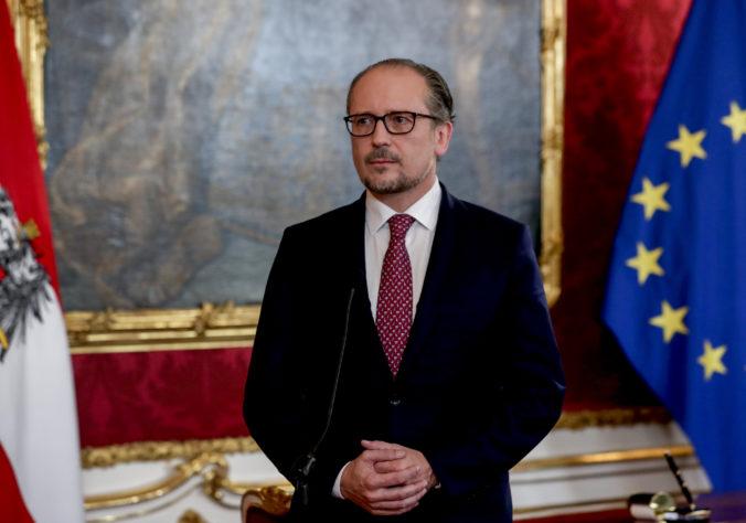 Rakúsko má nového kancelára, funkcie sa ujal Alexander Schallenberg