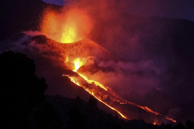 Španielsku pribudli desiatky hektárov novej pevniny, vytvorila ich tečúca láva zo sopky Cumbre Vieja