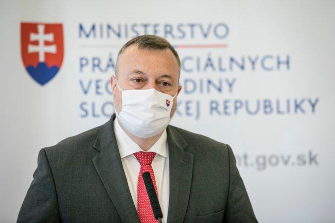 Krajniak navrhuje infekčný príplatok 405 eur, chce takto oceniť ľudí v prvej línii v boji s COVID-19