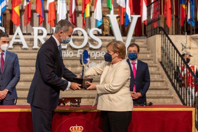 Angela Merkelová si prevzala cenu Karola V., vyzvala na dodržanie Európskej zelenej dohody