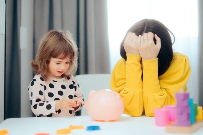 Prídavok na dieťa sa má zvýšiť o 38 centov, rodičovský príspevok stúpne na 383,80 eura