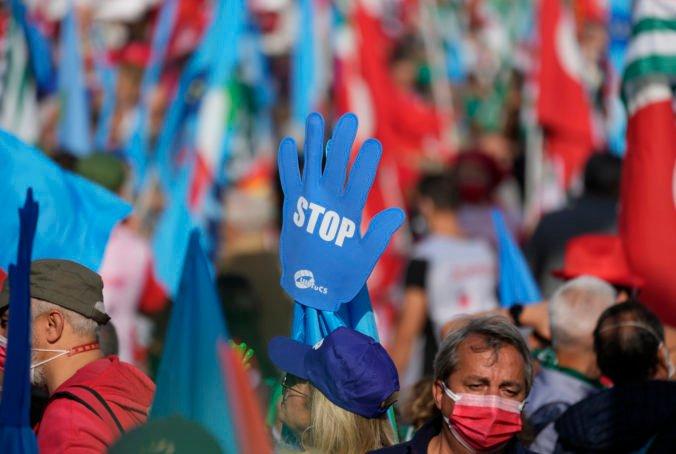 Talianski odborári sa stretli v Ríme, protestovali proti silnejúcim fašistickým tendenciám (video)