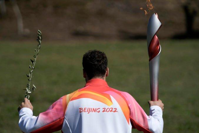 Oheň pre ZOH 2022 v Pekingu už horí, slávnostné zapálenie však narušili demonštranti (video)