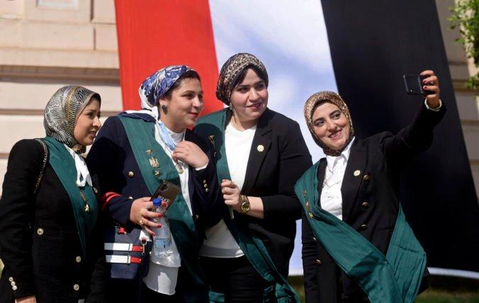 V egyptskej štátnej rade budú premiérovo ženy, sľub zložilo takmer sto sudkýň