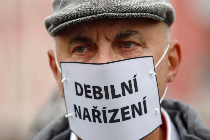 Slováci sú už z pandémie koronavírusu unavení, ochota dodržiavať opatrenia je na minime
