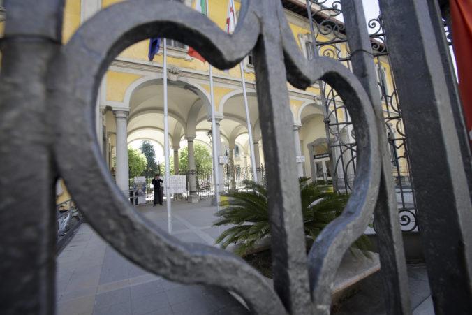 Amnesty International požaduje vyšetrovanie úmrtí v talianskych domovoch dôchodcov, zomreli tisícky ľudí