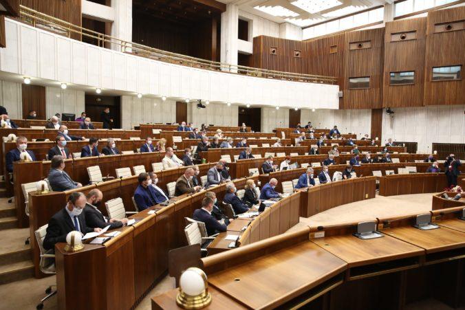 Poslanci parlamentu zobrali na vedomie výročnú správu o členstve Slovenska v Európskej únii