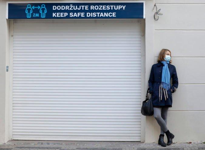 Česká vláda zvažuje sprísnenie opatrení, pri zamestnancoch možno zavedú podobný princíp ako Taliani